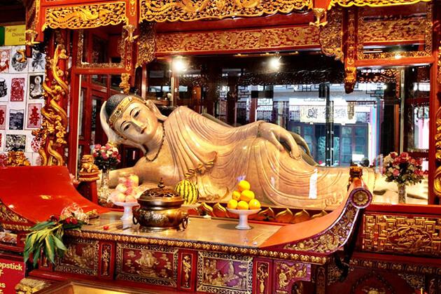 Buddhist statues at Jade Buddha Temple