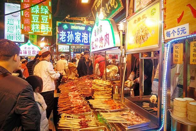 Bustling atmosphere at Muslim Street