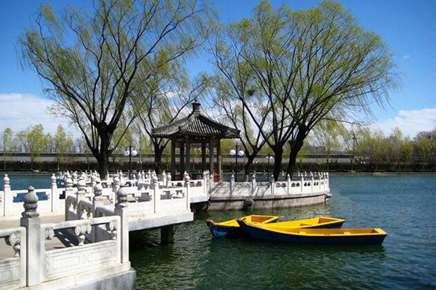 China Family Tour visit Shichahai Lake