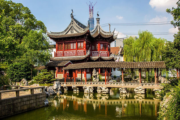 Enjoy stuning view of Yuyuan Garden