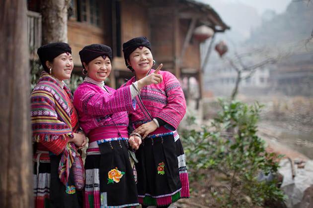 Ethnic Minorities Clothing - popular Chinese costome (1)