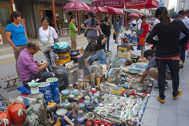 Experience Panjiayuan Antiques Markets in Beijing
