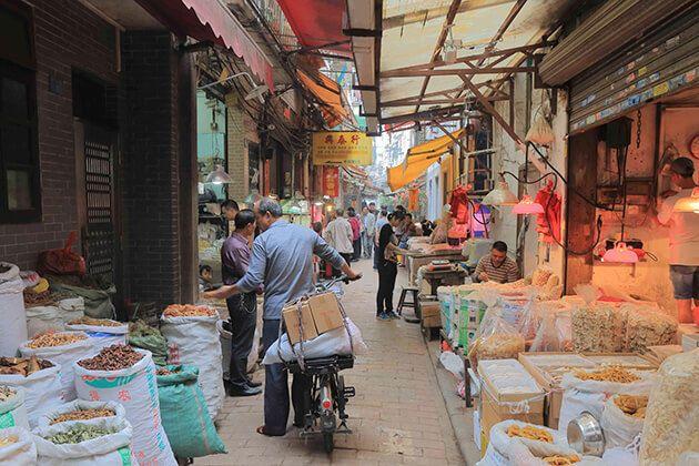 Explore Qing Ping Medicine Market in Guangzhou, China