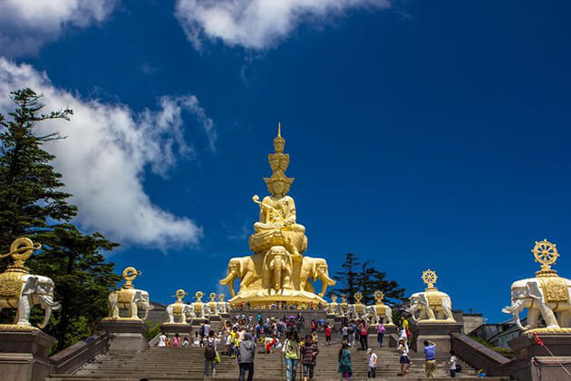 Golden Summit of Mount Emei in China tour