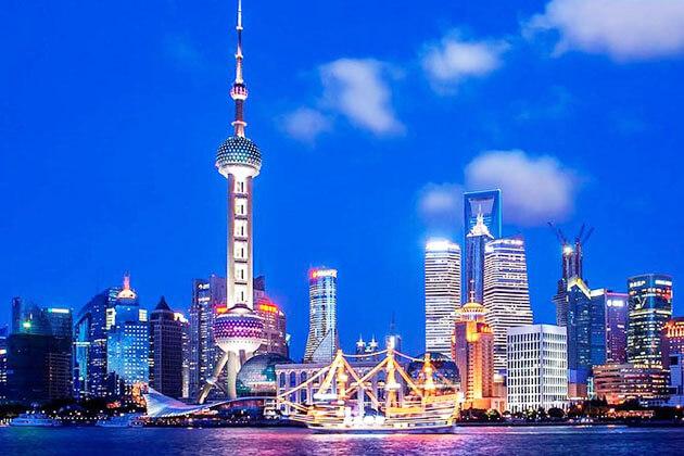 Huangpu River Cruise in Shanghai