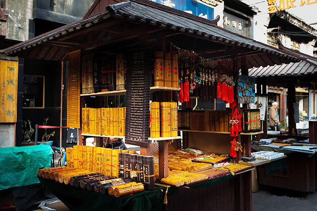 Immerse in Shuyuanmen Culture Street