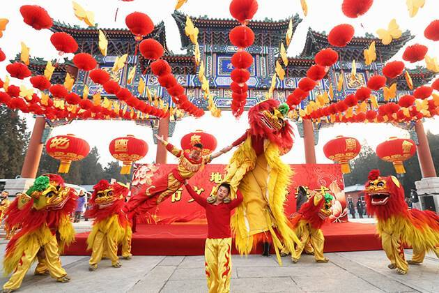 Lion Dance - Chinese Traditional Dances