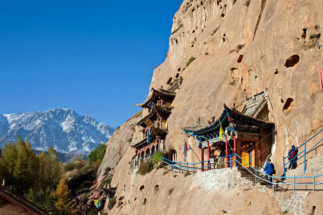 Matisi Grottoes exploring from China Silk Road Tour