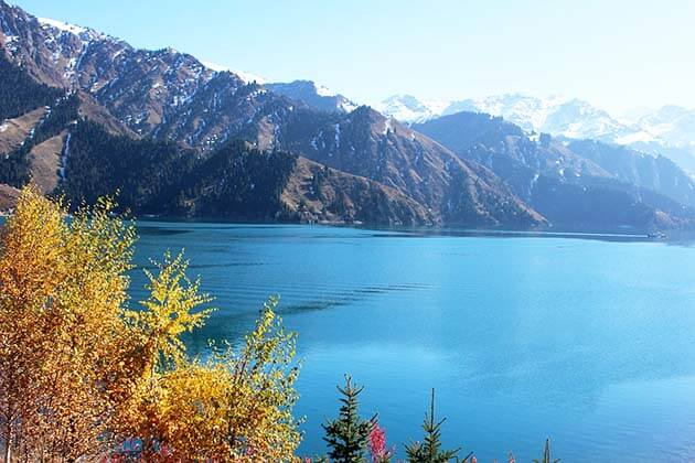 Scenic view of Heavenly Lake