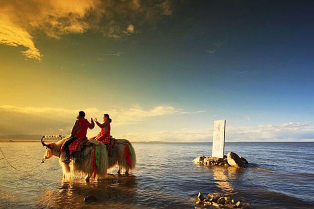 Sunset of Qinghai Lake in China Silk Road Tour
