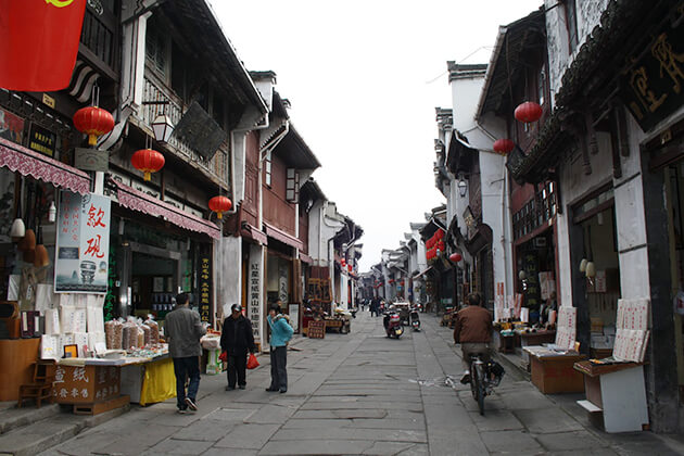 Tunxi Ancient Street- best spot for Huangshan exploration (1)