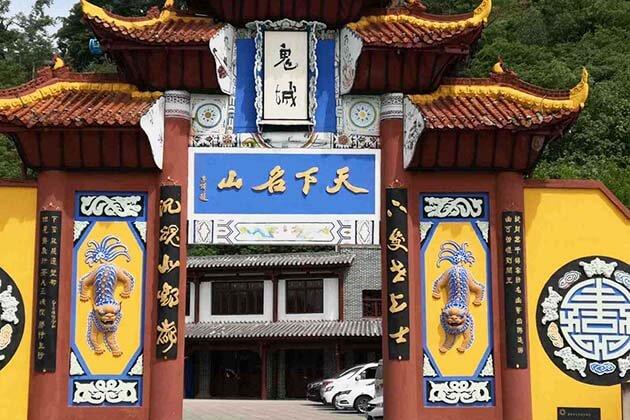Family Visit Ghost City in Fengdu