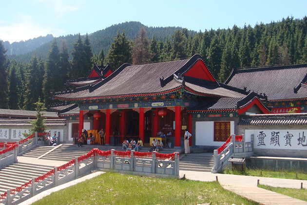 Visit Longevity Temple with China Local tour