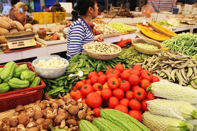 Visit local food market in Yangshuo