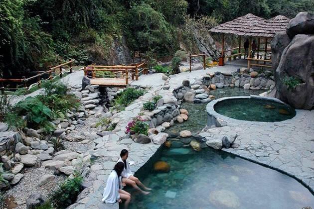 enjoy Longsheng hot spring Resort in China vacation