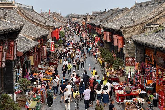 travelers from China family tours visit Pingyao