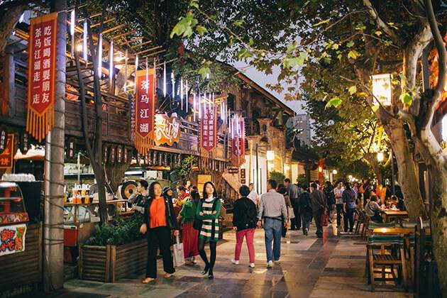travelers of China Local Tours explore Kuanzhai Alley