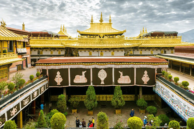 visit Jokhang Temple in China tours